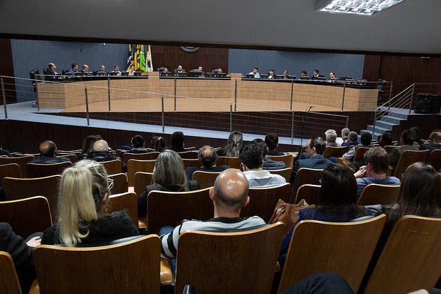 #PraCegoVer: imagem mostra os vereadores sentados no Plenário, durante a 48ª sessão ordinária da Câmara. Créditos: Davi Spuldaro/CVI