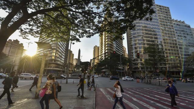 Covid-19 avança, e Prefeitura de Belo Horizonte fecha comércio sob protesto