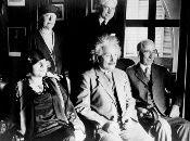 Albert Einstein, físico estadounidense de origen alemán, ganó el Premio Nobel de Física en 1921.