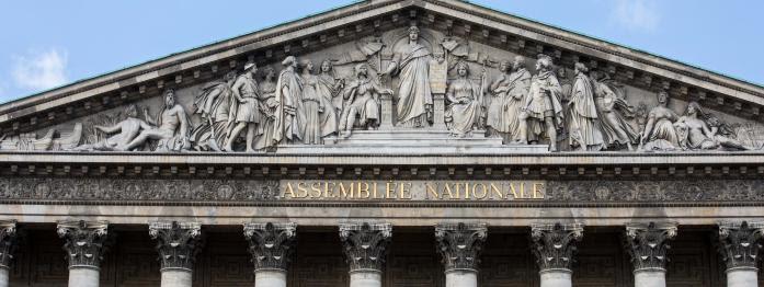 le pari gagné de Macron, les femmes en force à l'Assemblée, un mini-remaniement ministériel en vue