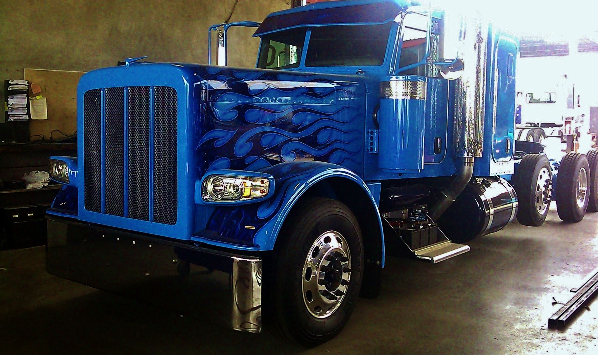 peterbilt full lenght view
