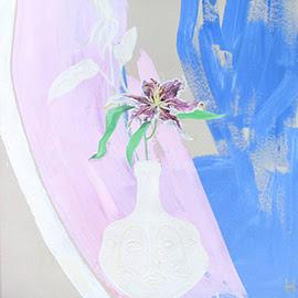 Lily asiático (em vaso de três facetas)