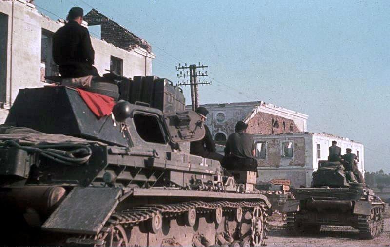 File:Bundesarchiv Bild 169-0861, Panzer IV auf dem Weg zum Angriff.jpg