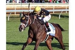 A late stretch rally lifts Stunning Sky to her first stakes win in the Valley View at Keeneland