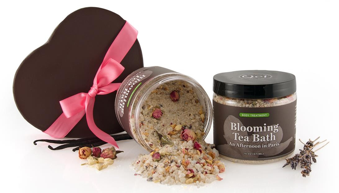 Qēt Botanicals blooming tea bath