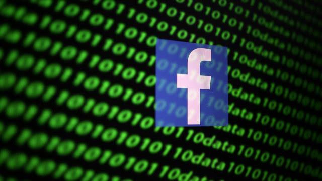 Moderadores dizem que o Facebook está colocando suas vidas em risco