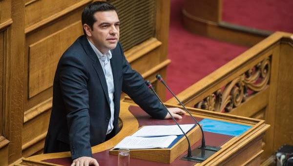 El primer ministro habló a parlamentarios de su partido de izquierda Syriza.