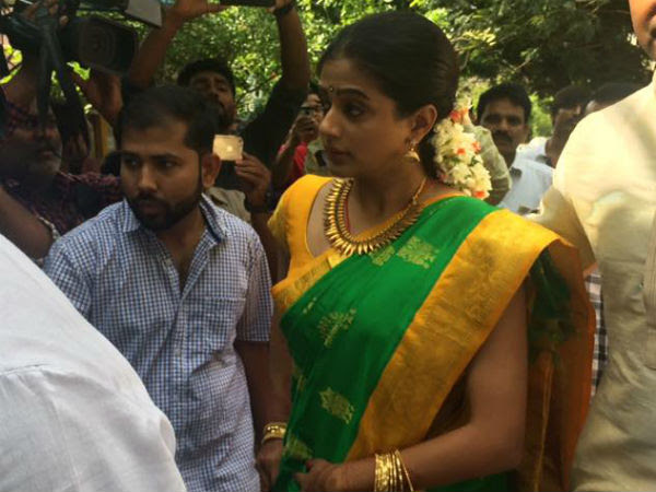 Exclusive Pictures and Videos: Priyamani, Mustufa Raj enter wedlock in registrar office