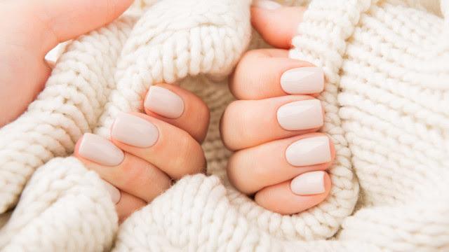 Manicure perfeita! O truque para o esmalte secar mais depressa