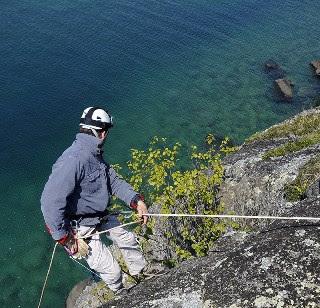 Isle Royale peregrine falcon banding rappel