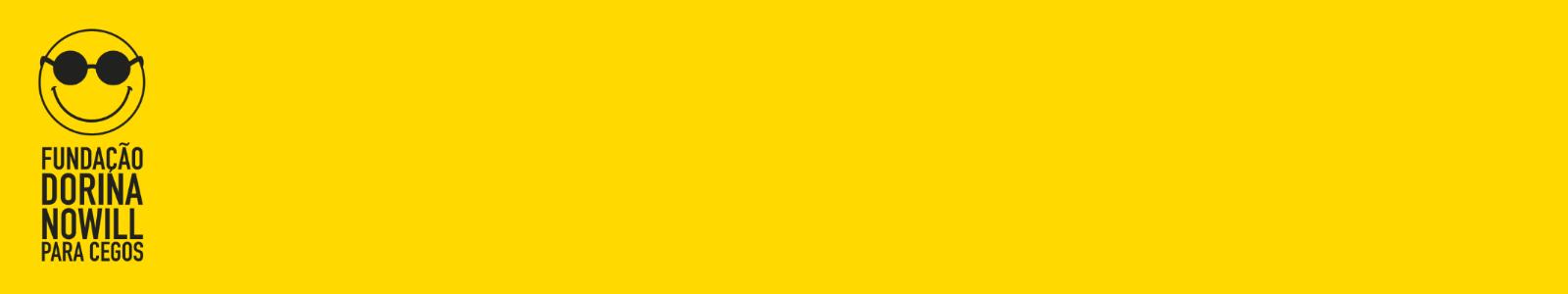 Imagem amarela retangular na horizontal, com o logo da Fundação Dorina à esquerda, em linhas pretas. O logo é composto por um círculo com óculos escuros e um largo sorriso e, abaixo, os dizeres FUNDAÇÃO DORINA NOWILL PARA CEGOS.