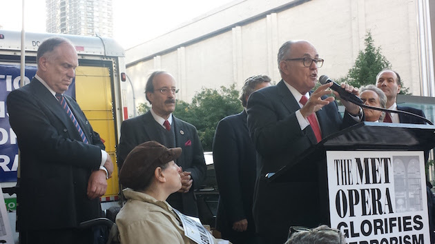 Former New York City Mayor Rudy Giuliani speaks at protest / Adam Kredo
