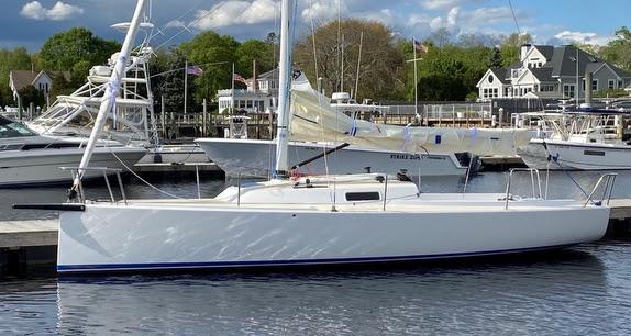 J/9 daysailer cruising sailboat