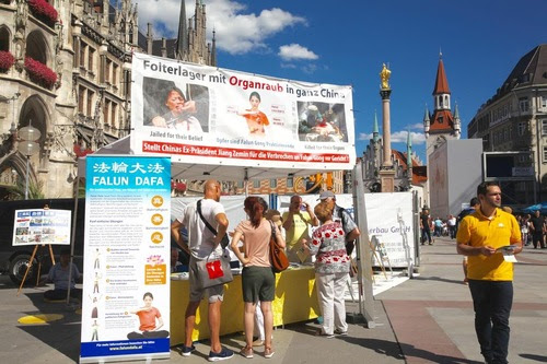 """Germany: """"I Must Sign Your Petition to Help End These Organ Harvesting Atrocities!"""""""