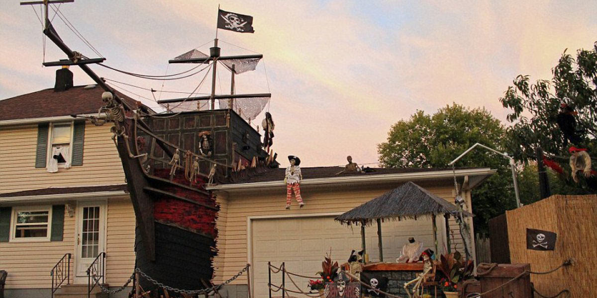 Halloween Pirate Shipwreck