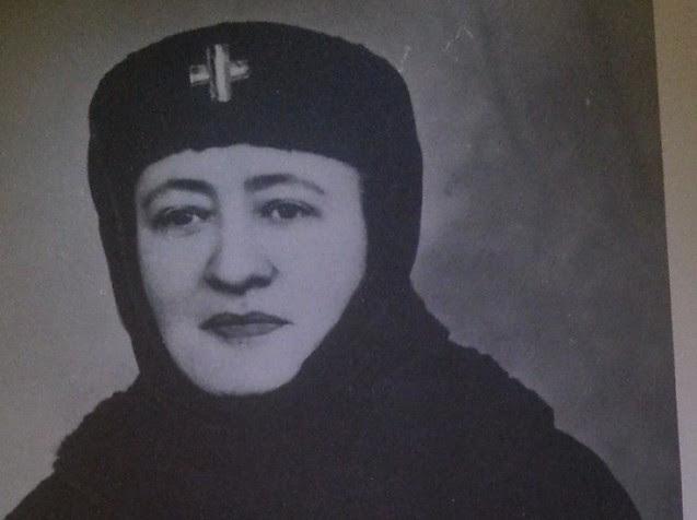"""Maica                                                          Mina, femeia                                                          care la 14 ani                                                          a fugit din                                                          Ardealul                                                          """"multicultural"""",                                                          unde                                                          autoritățile                                                          maghiare nu o                                                          lăsau să                                                          vorbească                                                          românește la                                                          școală. În                                                          Primul Război                                                          Mondial, a                                                          plecat                                                          voluntar în                                                          linia întâi                                                          pentru a-i                                                          trata pe                                                          ostașii                                                          români"""