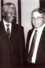 Nelson Mandela og Israels ambassadør i Israel Alon Liel foto kredit- høflighed-Alon Liel