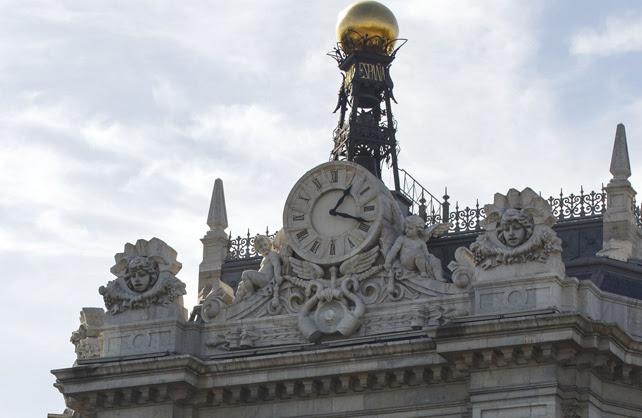 Detalle de la fachade del edificio del Banco de España, en Madrid.
