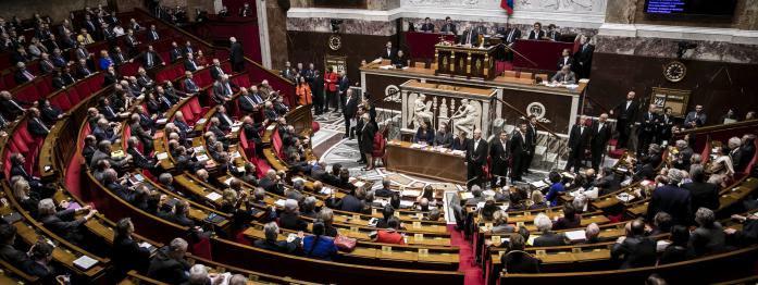 un tiers des députés jette l'éponge, Le Pen se lance à Hénin-Beaumont, Macron réduit les cabinets ministériels