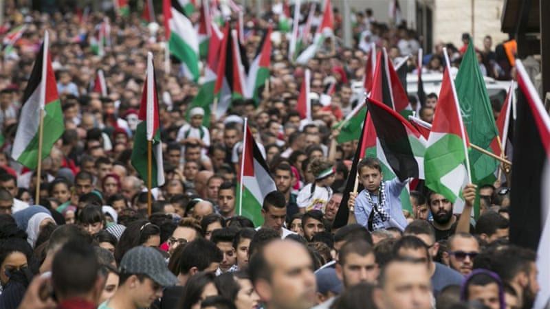 Israeli Arabs take part in a pro-Palestinian rally in the northern Israeli town of Sakhnin [REUTERS]