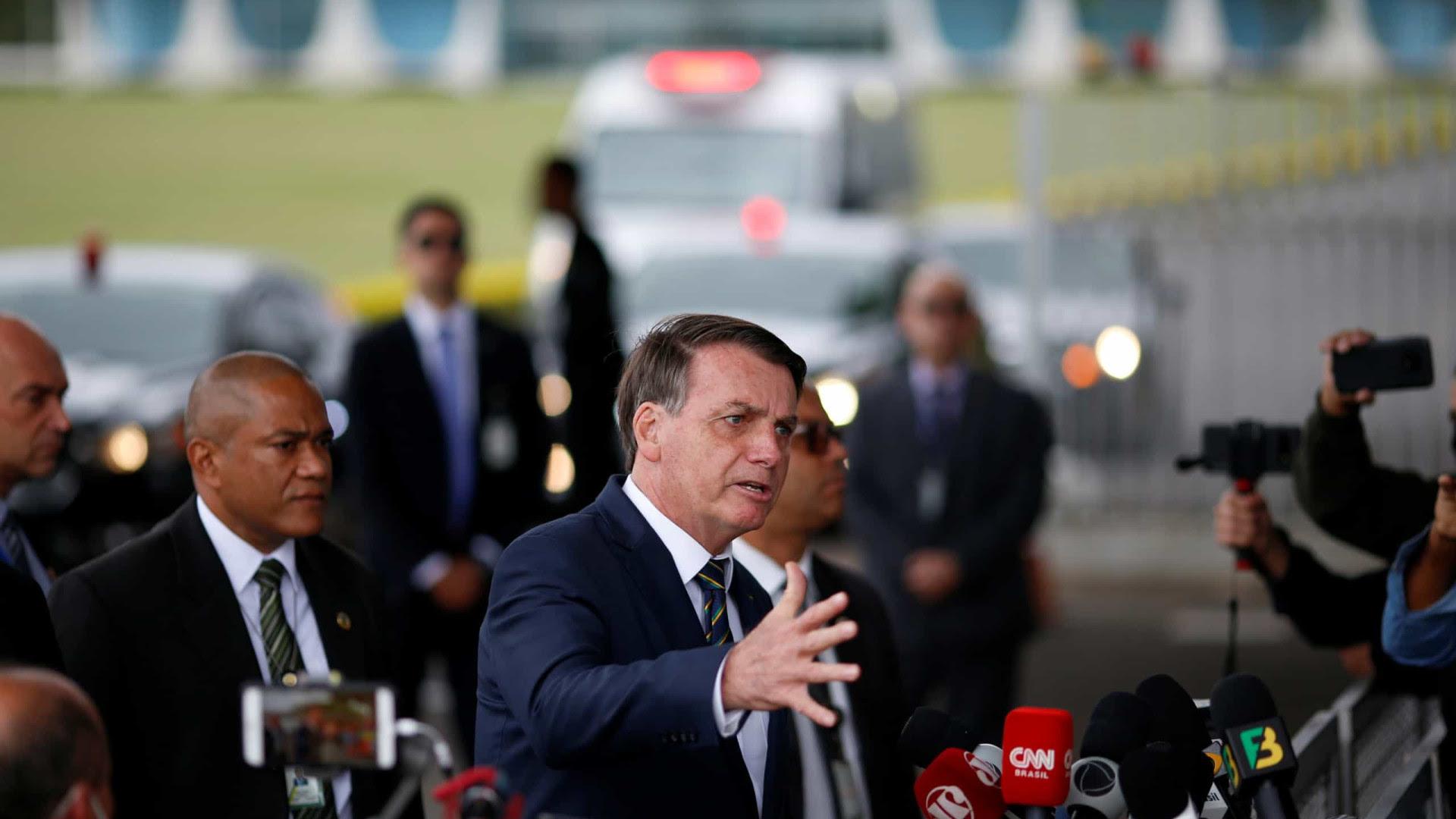 Bolsonaro antecipa mudanças e infla presença militar em postos-chave