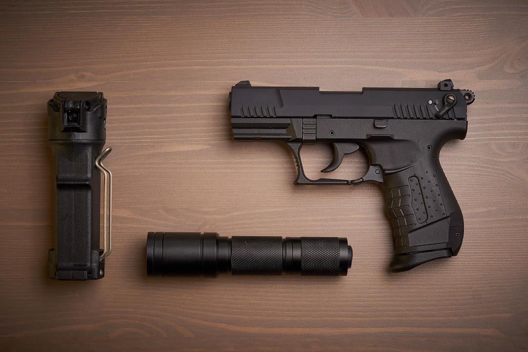 polizie locali pistole peperoncino