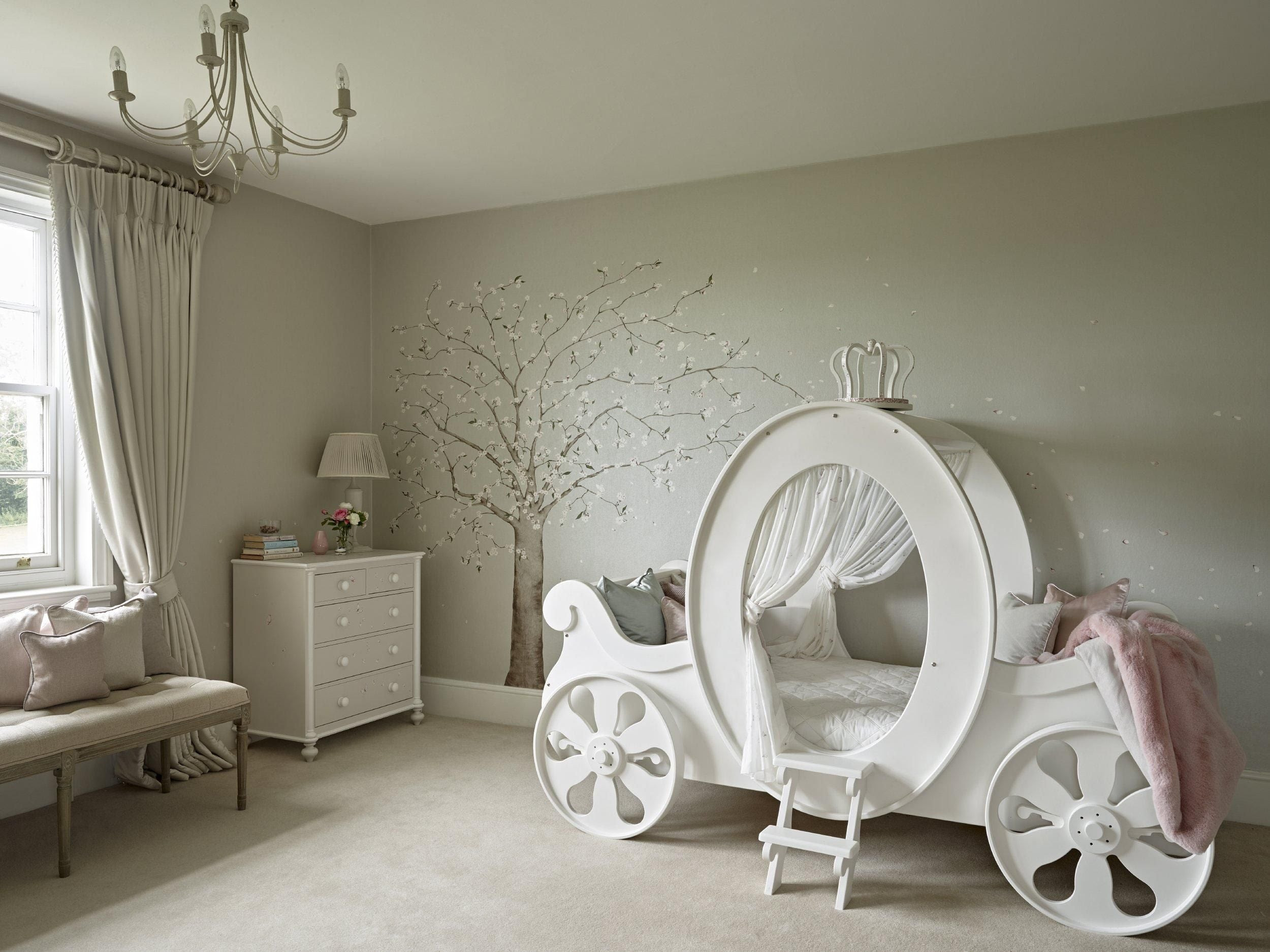 Awesome bespoke carriage bed for kids bedroom