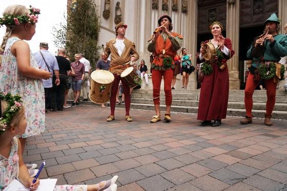 Música a las puertas de la iglesia de San Martín de Landshut