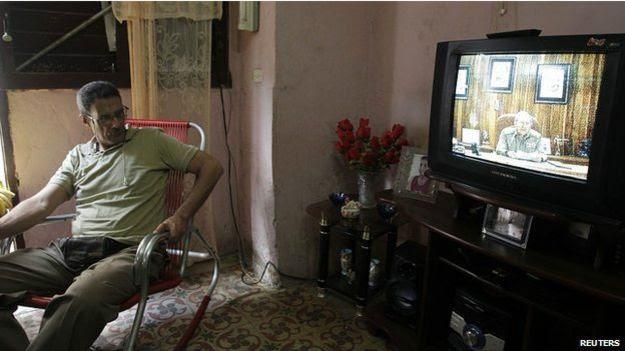 古巴民眾收看勞爾·卡斯特羅的全國電視直播講話。