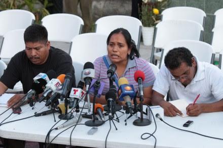 Padres de normalistas rechazan investigación de la PGR. Foto: José Luis de la Cruz