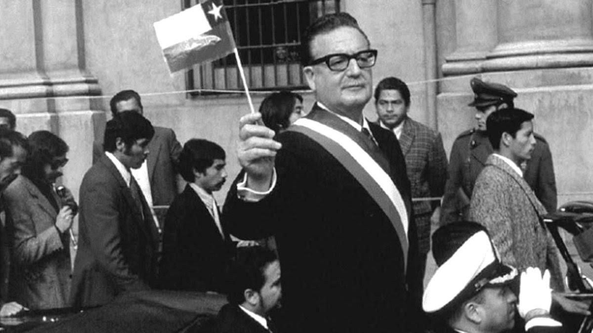 Salvador Allende Gossens el día que asumió como Presidente de Chile.