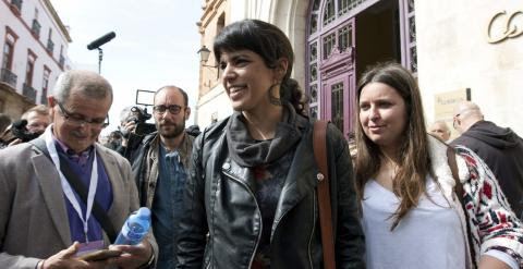 La candidata de Podemos a la presidencia de la Junta de Andalucía, Teresa Rodríguez, tras ejercer su derecho al voto en la sede de Correos de Cádiz, durante las elecciones autonómicas de Andalucía./ EFE/Román Ríos.