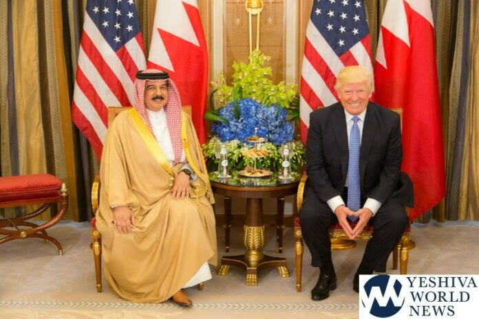 President Donald Trump meets with King Hamed bin Issa of Bahrain during their bilateral meeting, Sunday, May 21, 2017