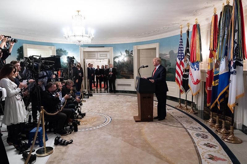 Donald Trump anuncia los detalles de la misión de las fuerzas especiales de EEUU contra el líder de Estado Islámico. Foto: Official White House Photo by Shealah Craighead (Dominio público)