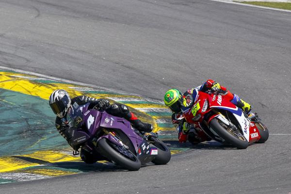 Duelo acirrado entre Alex Barros e Eric Granado