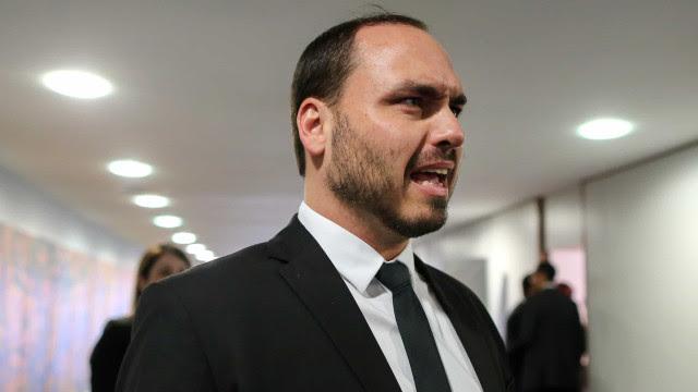 Relatório final da CPI deve apontar Carlos Bolsonaro como articulador de rede de fake news
