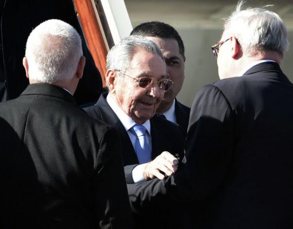 El Presidente de los Consejo de Estado y de Ministros de Cuba, Raúl Castro, llegó a la terminal 2 de Vnukovo, para participar en las celebraciones por el 70 aniversario de la Victoria en la Gran Guerra Patria de 1941-1945. Foto: Russia Today