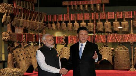 El presidente chino, Xi Jinping, y el primer ministro indio, Narendra Modi, en Wuhan, provincia de Hubei (China), 2018.