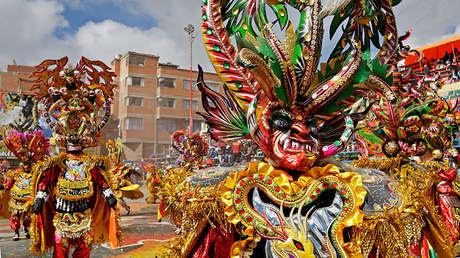 Miembros del grupo La Diablada durante un desfile de carnaval, Oruro, La Paz, Bolivia, 14 de febrero de 2015.
