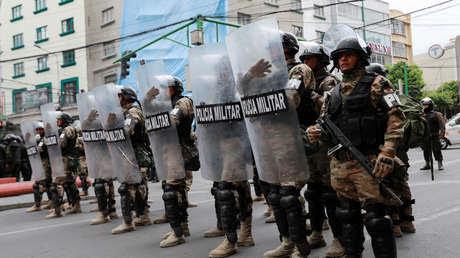 Evacúan a los periodistas argentinos de Bolivia en medio de las agresiones a la prensa