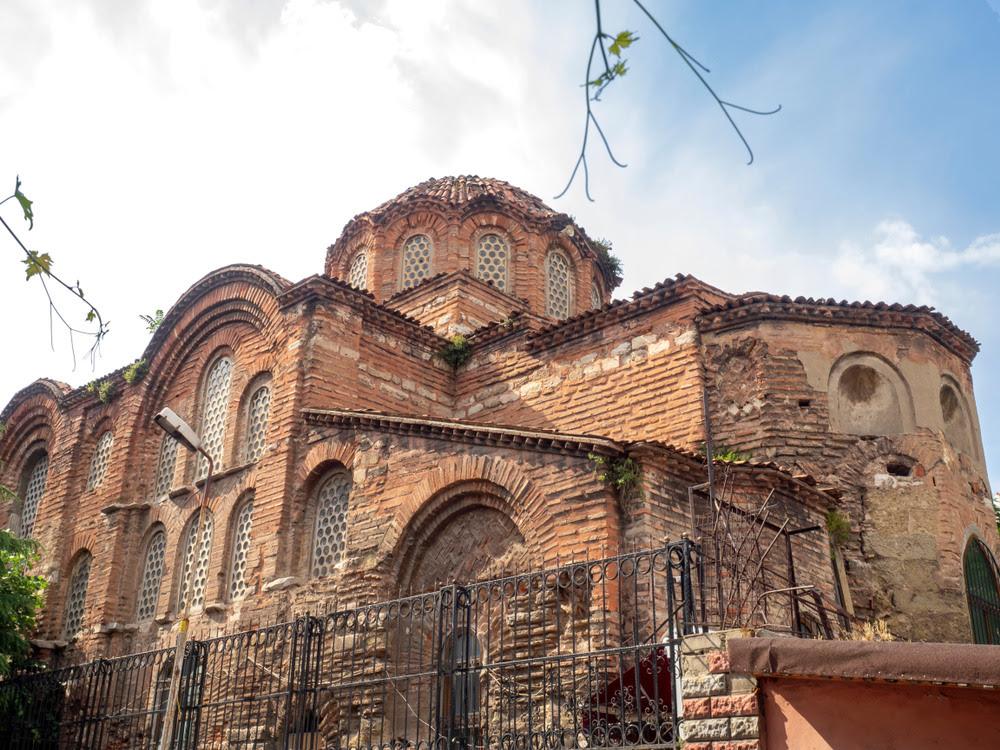 """Το Γκιουλ Τζαμί, Î¿ ναός της Αγίας Θεοδοσίας όπου εικάζεται πως Î²Ï Î¯ÏƒÎºÎ¿Î½Ï""""αι τα λείψανα Ï""""Î¿Ï… Κωνσταντίνου Παλαιολόγου"""