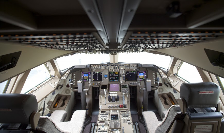 http://www.laboiteverte.fr/21-cockpits-davions/boeing-delivers-747-8-intercontinental-to-lufthansa/