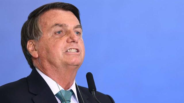 Bolsonaro ignora denúncia de propina e fala em 'amigos do Congresso'
