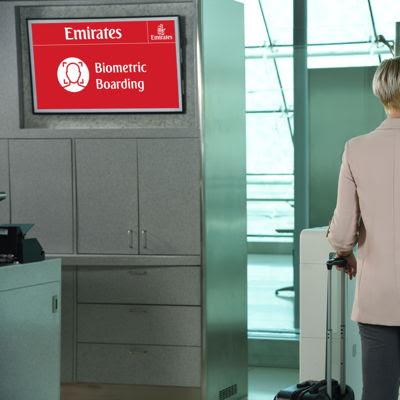 •يجري اختبار المعدات البيومترية على كاونترات طيران الإمارات لدرجة رجال الأعمال في المبنى 3 بمطار دبي الدولي. وسوف يوفر أول مسار بيومتري متكامل في العالم لركاب طيران الإمارات تجربة سلسة، بدءاً من إجراءات السفر وحتى صعود الطائرة.