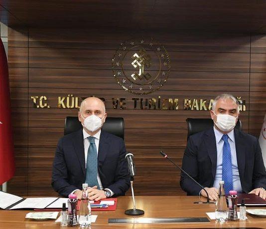 Türk kökenli Rus Tur operatörleri bakanlarla görüstü