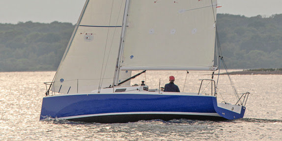 J/9 sailing upwind off Newport