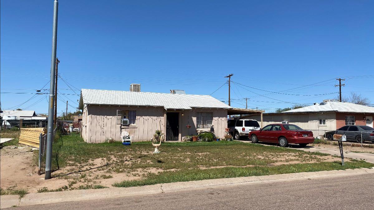 4806 S 36th Dr Phoenix, AZ 85041 wholesale listing