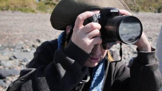 Brenden Borellini não deixou a cegueira e a surdez o abaterem. O australiano se formou no Ensino Médio, fez faculdade e agora se dedica a um sonho - a fotografia