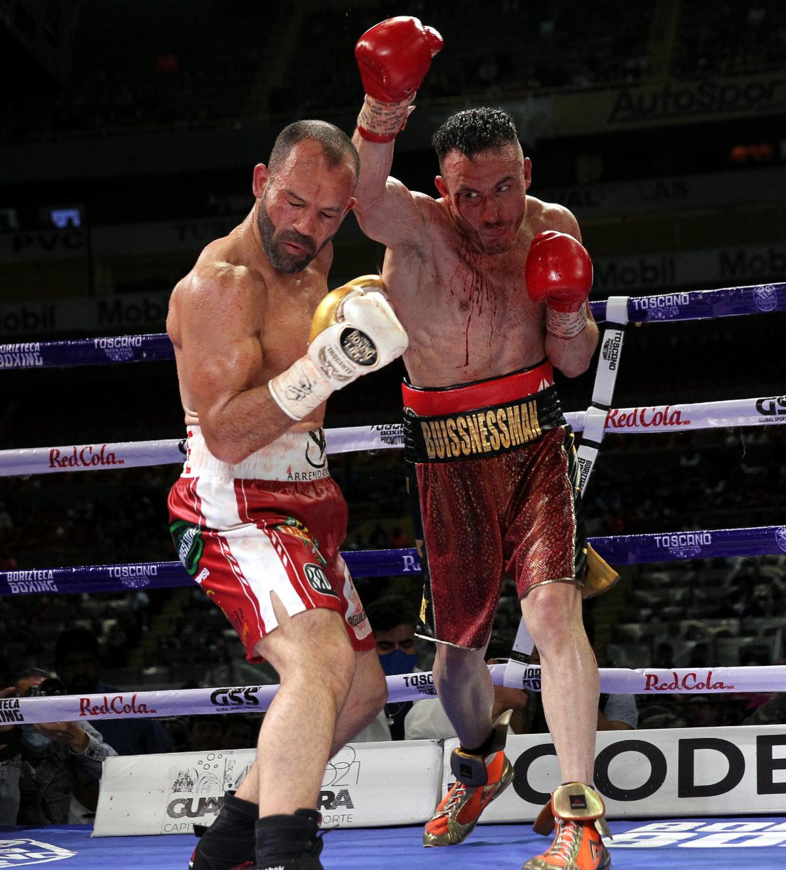 Alvarez wins Trilogy; Decisions Chavez | Boxen247.com