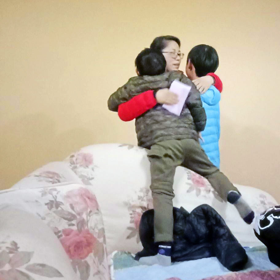 Xu Miaozhuang comforts two of her children after they were evicted.